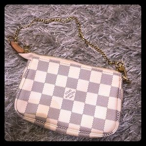 LIKE NEW Louis Vuitton Mini Pochette
